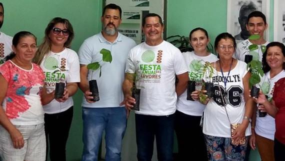 CEO distribui mudas da Festa Anual das Árvores